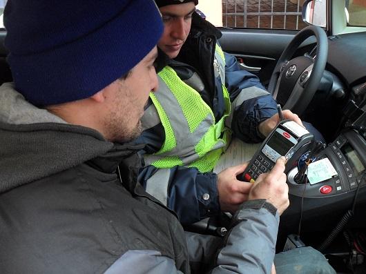 Буковинские ГАИшники начали использовать мобильные платежные терминалы