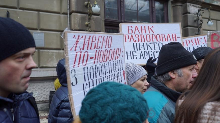 vkladchiki_osadili_bank_porto_franko_i_prorvalis_vnutr_6999