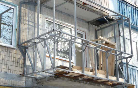 Розширення балконів:особливості виконання робіт