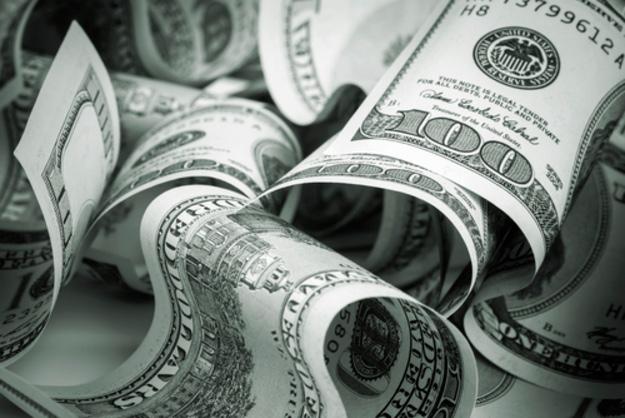 Доллар подскочил на черном рынке и в банках