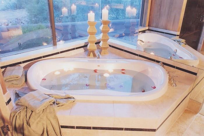 Какая ванна лучше: акриловая и чугунная?