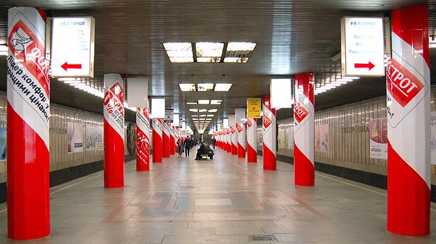 Нужна ли реклама в метро?