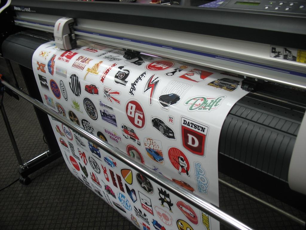 Печать наклеек в типографии «Б-Проект»